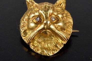 Antique yellow gold diamond cat brooch
